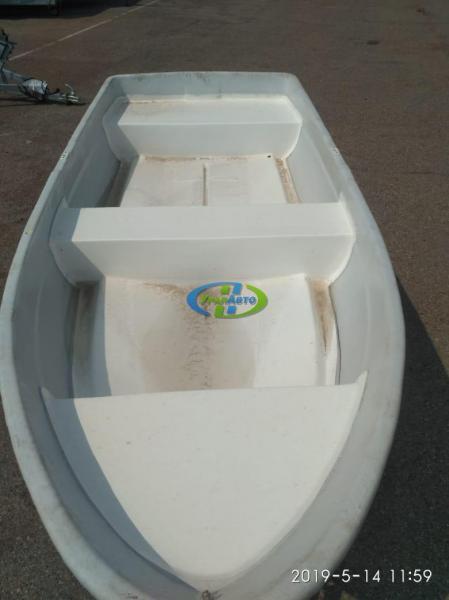 Лодка стеклопластиковая  (3.10*1.15)